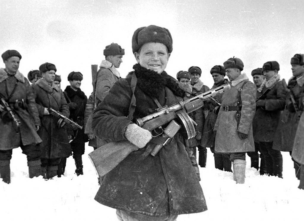 Как жили дети во время войны? Эти 15 фото войдут в ваше сердце надолго