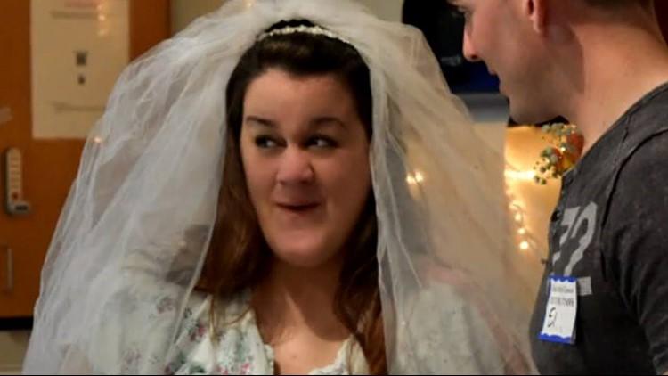 Пара поженилась за час до рождения сына. Прямо между схватками!