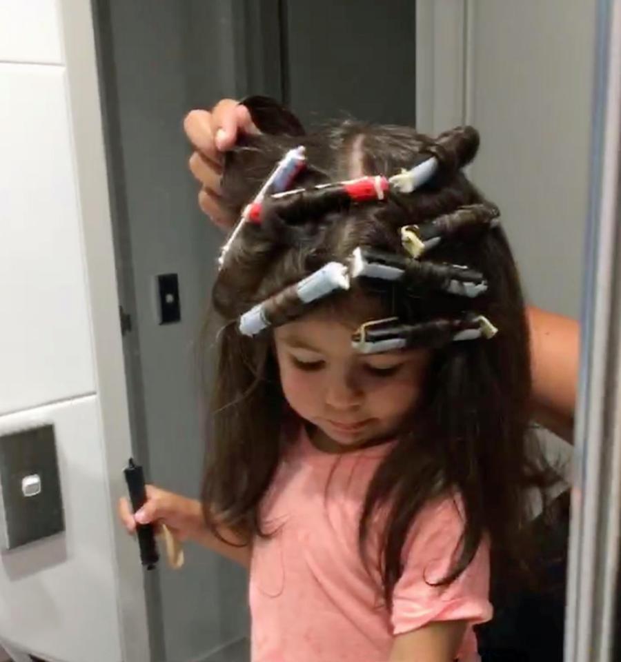 Мама 2-летней девочки с очень густыми волосами хочет сделать из нее модель