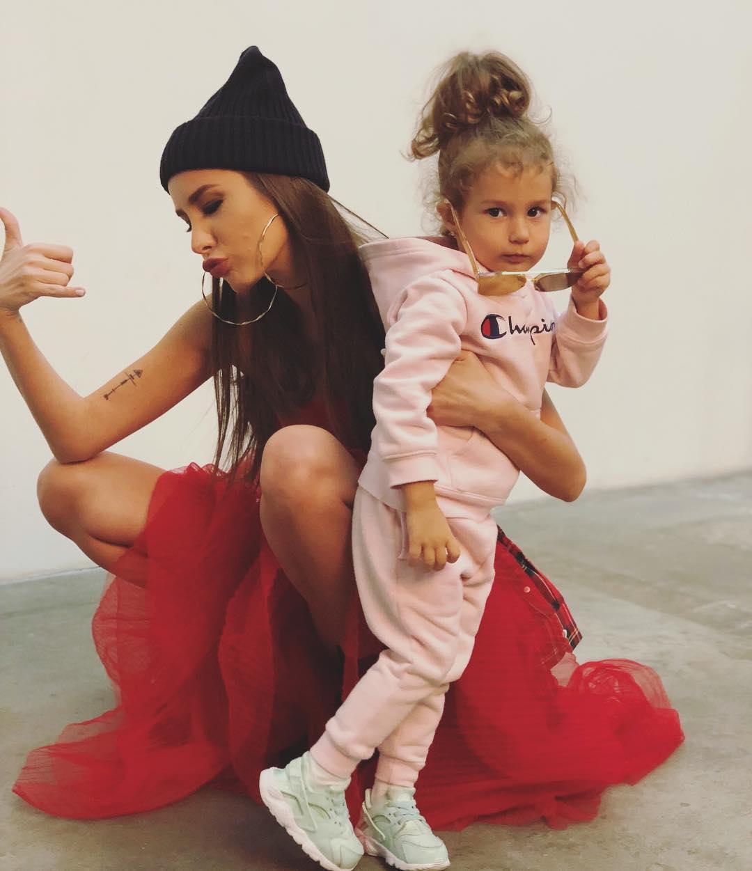 За что Кети Топурия дала по попе своей 2-летней дочке?