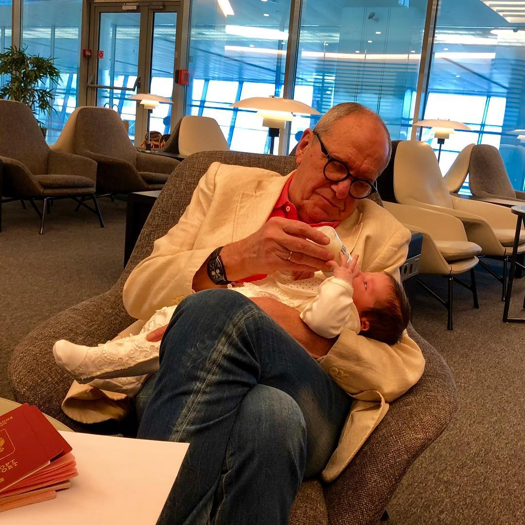 Эммануил Виторган наконец-то начал показывать новорожденную дочку