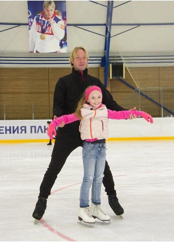 Плющенко провел мастер-класс по фигурному катанию для девочки с ДЦП
