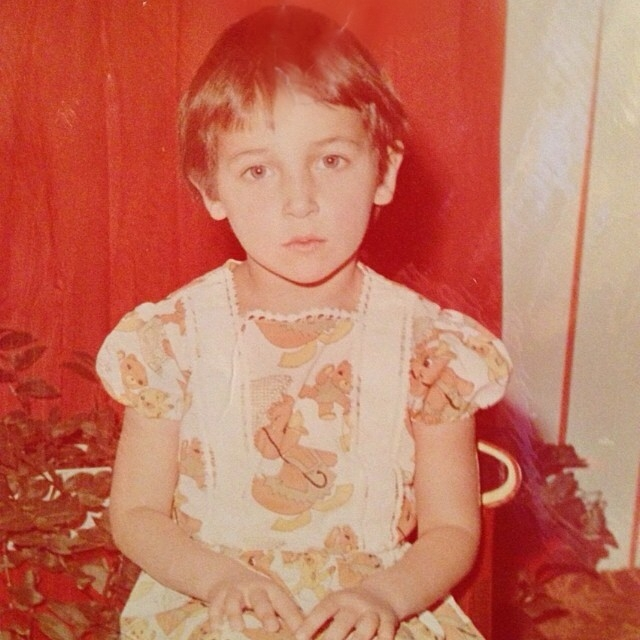6 звездных красавиц, которые жутко стеснялись своей внешности в детстве