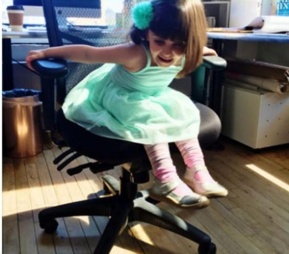 17 доказательств, почему ребенка на работу лучше с собой не брать. Нервы важнее!