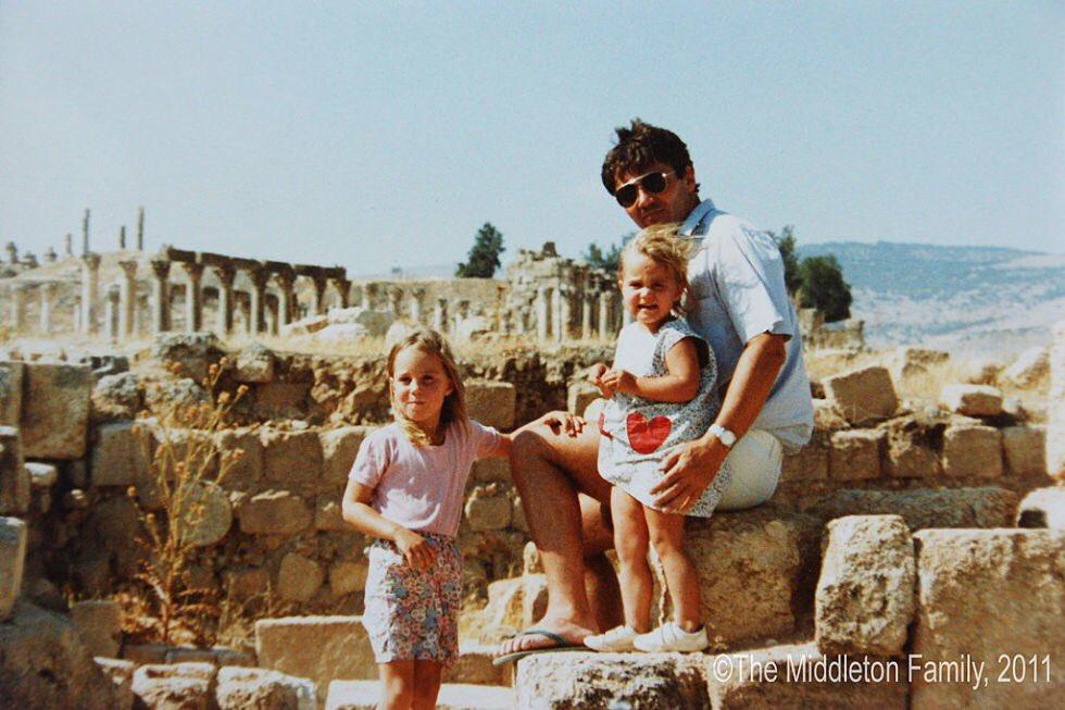 В соцсети попал детский снимок Кейт Миддлтон из архива родителей