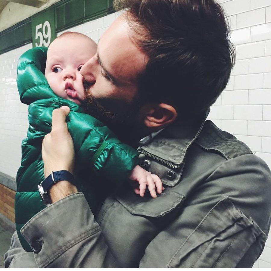 На Instagram этого отца пятерых детей уже подписано 100,000 человек