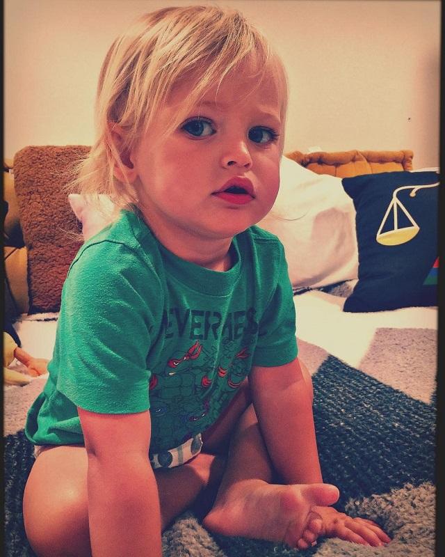 Как ангелочек!: соцсети в восторге от внешности младшего сына Меган Фокс