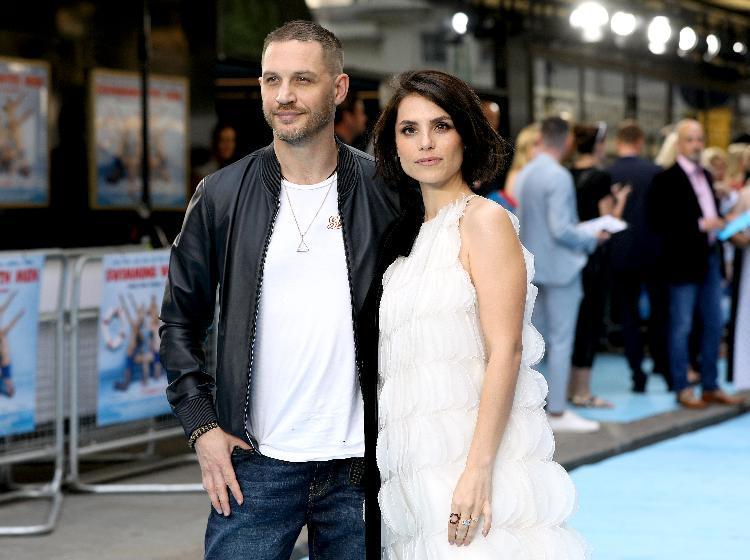 Том Харди снова станет папой — слухи о беременности Шарлотты Райли подтвердились