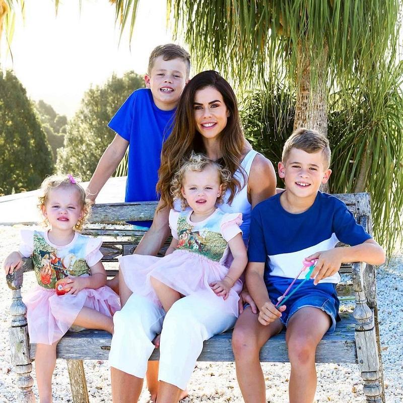 Я вам не тощая!: мама 4-х детей дала достойный ответ критикам