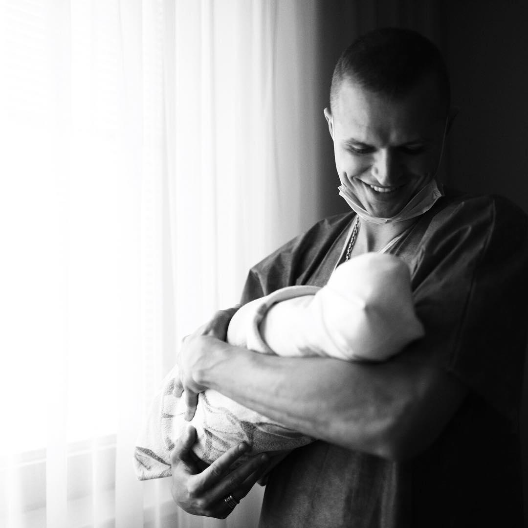 У Дмитрия Тарасова и Анастасии Костенко родился ребенок