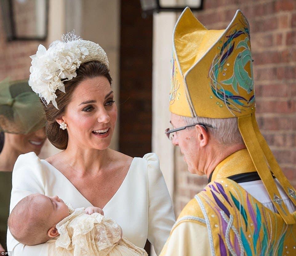 Крестины принца Луи: как прошло торжество и кто стал крестными (первые фото)