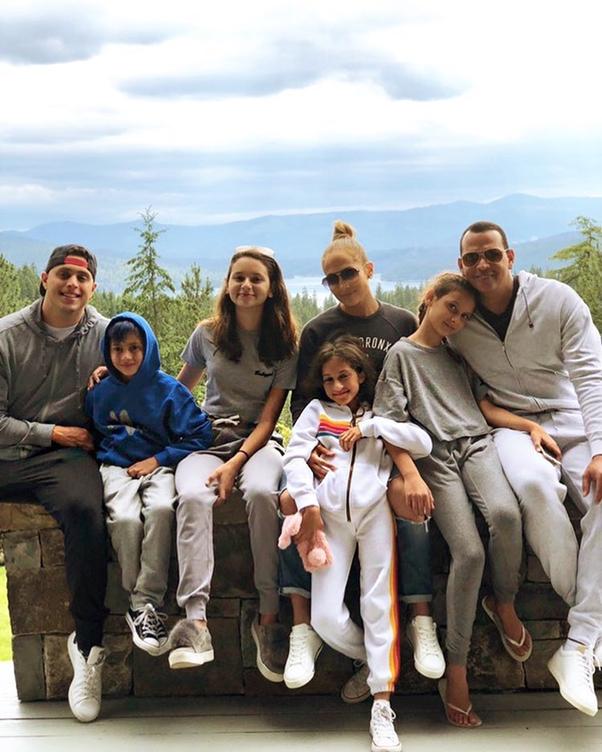 Отпуска 2018 в разгаре: где отдыхают зарубежные звезды с детьми