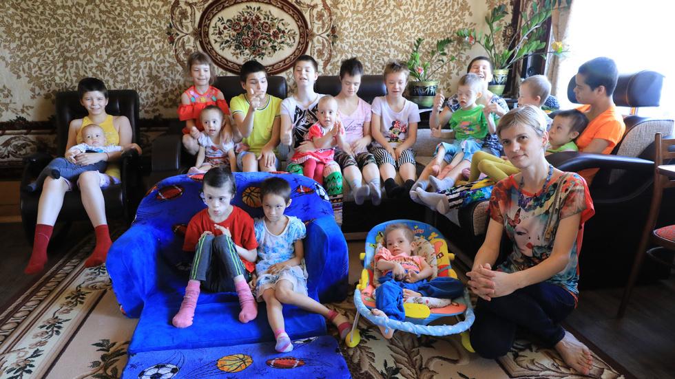 Женщине поставили диагноз — бесплодие, но она смогла родить. Теперь у нее 17 детей!