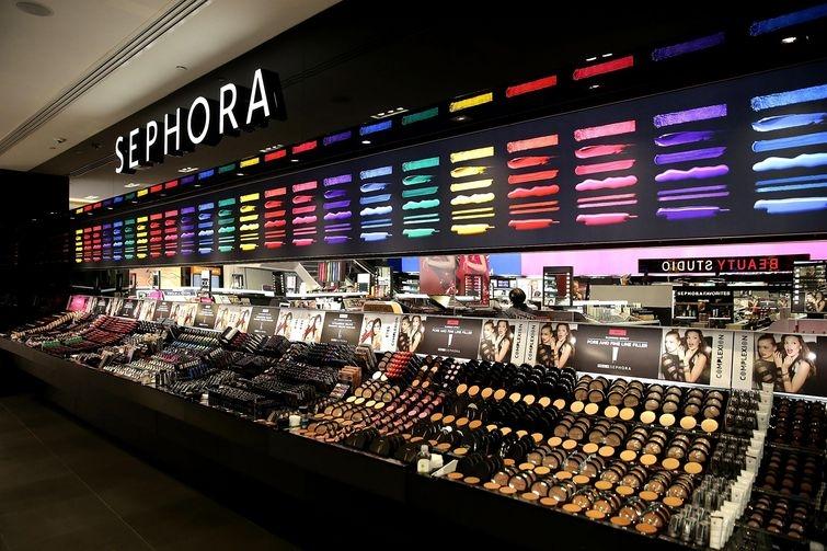 Ребенок испортил косметику на $1300 после того, как мама оставила его без присмотра в магазине Sephora