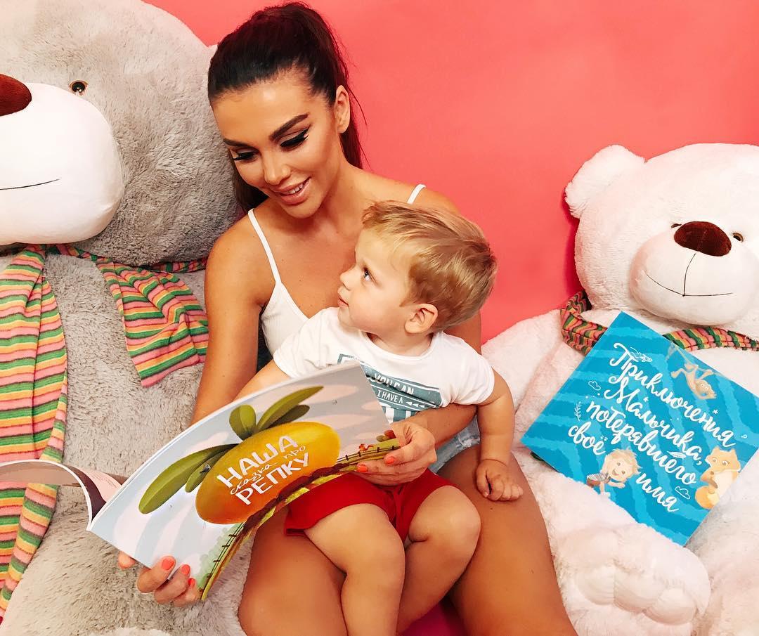 Обещаю не быть сумасшедшей мамашей: Анна Седакова написала трогательное послание сыну