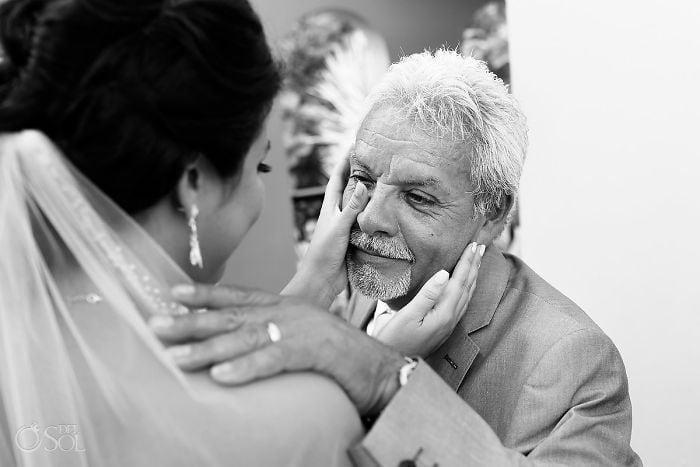 30 трогательных моментов, когда отцы не сдерживают слез при виде дочери-невесты