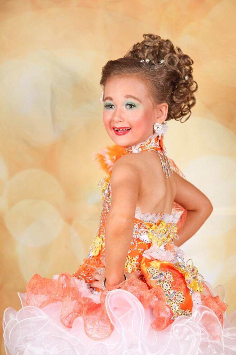 Мама из Англии потратила $16,000, чтобы ее дочь стала королевой красоты