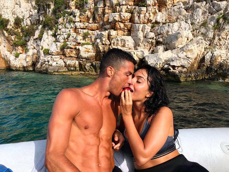 Джорджина Родригес — честно о беременности и свадьбе с Криштиану Роналду
