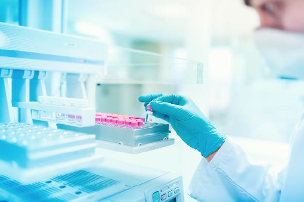 Ученые смогут менять ДНК малыша прямо в утробе матери — и вот почему это важно
