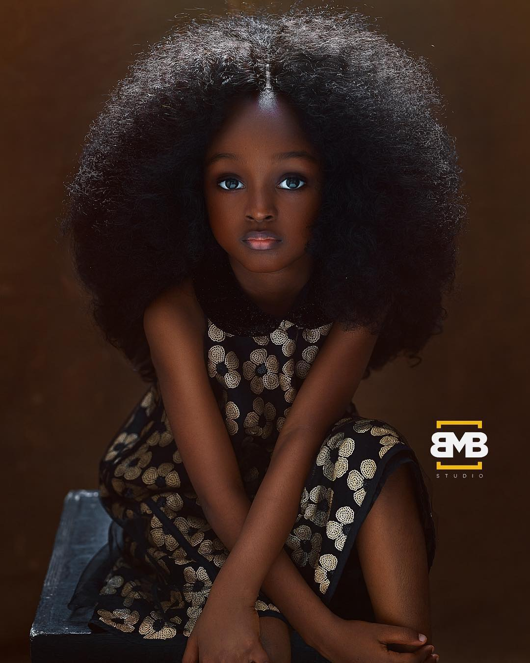 Она как ангел!: в Нигерии нашли самую красивую девочку в мире