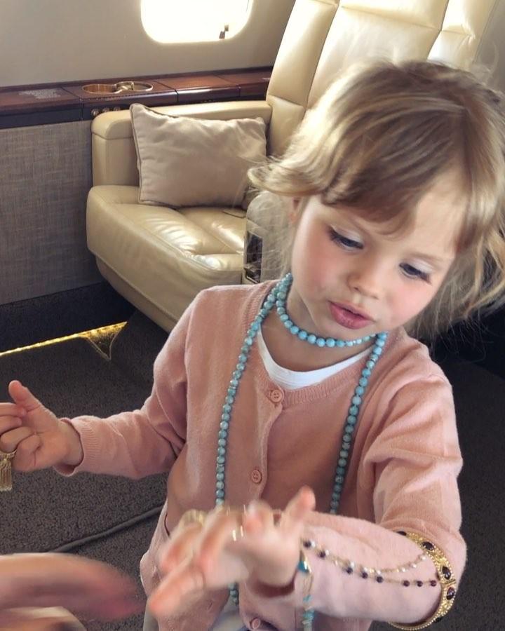 Maма разрешила: 8 звездных дочек, которые уже красятся по-взрослому