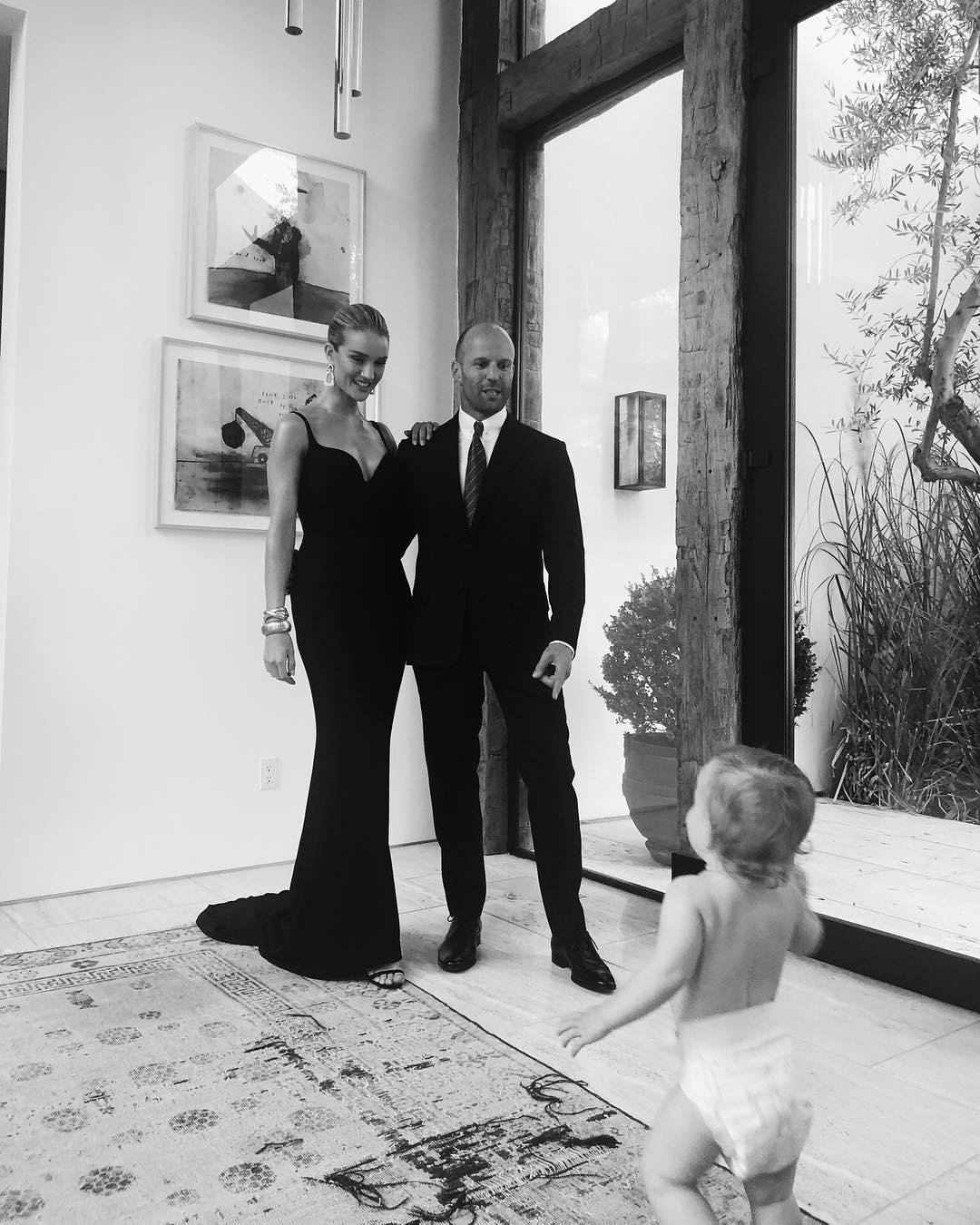 Рози Хантингтон-Уайтли и Джейсон Стэтхэм выложили первые фото годовалого сына (фанаты в восторге)
