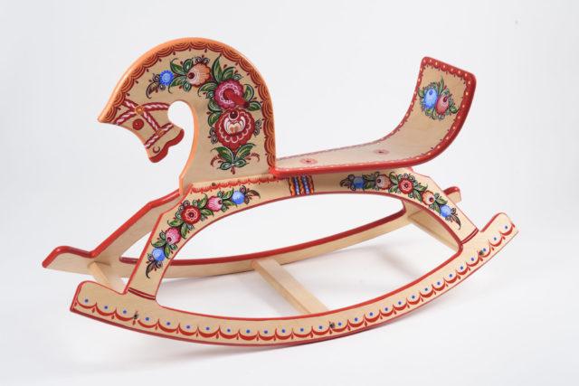 Деревянные лошадки и плюшевые мишки — в какие игрушки играют дети королевских семей