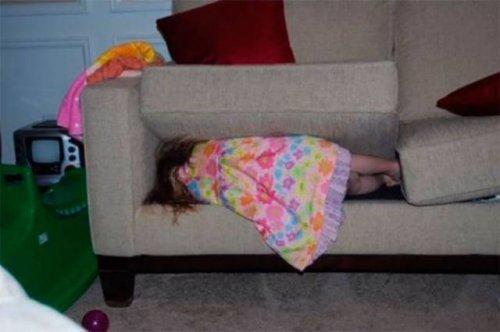 12 деток, которые легко обыграют вас в прятки (вы лопнете от смеха)