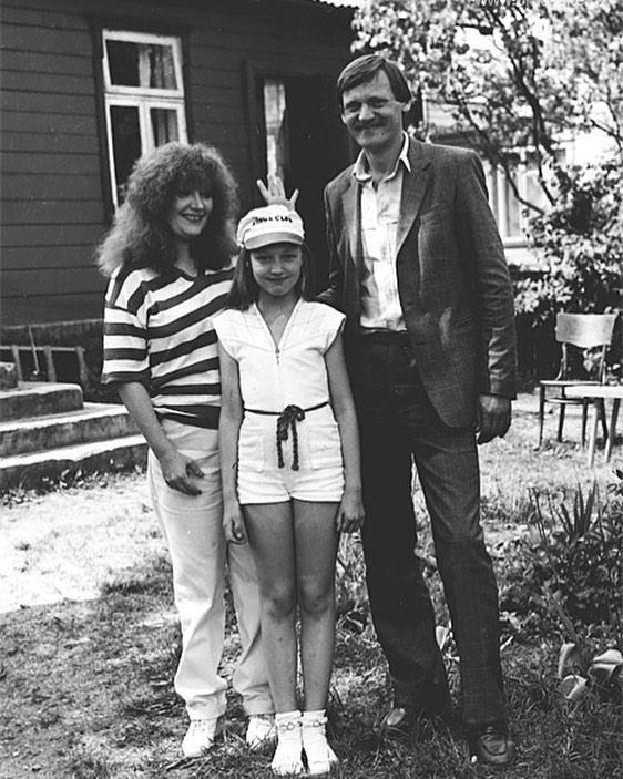 Семья в сборе: старое фото Орбакайте и Пугачевой навело шум в соцсетях