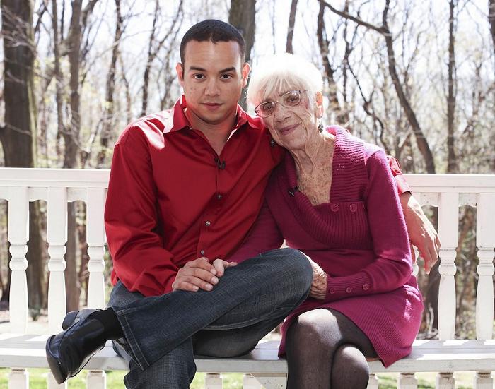 31-летний парень живет с 91-летней подружкой — у них любовь