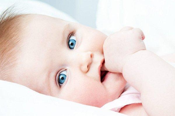5 хороших способов отучить ребенка сосать палец, и три плохих