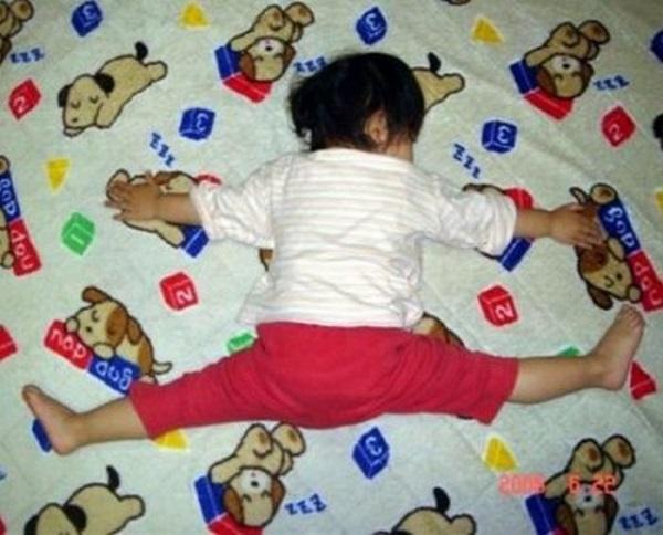 Этих 20 смешных малышей сон застал врасплох, и они не смогли устоять