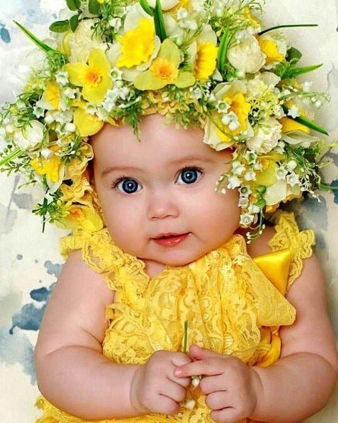 Эммануил Виторган крупным планом показал лицо 6-месячной дочки (впервые)