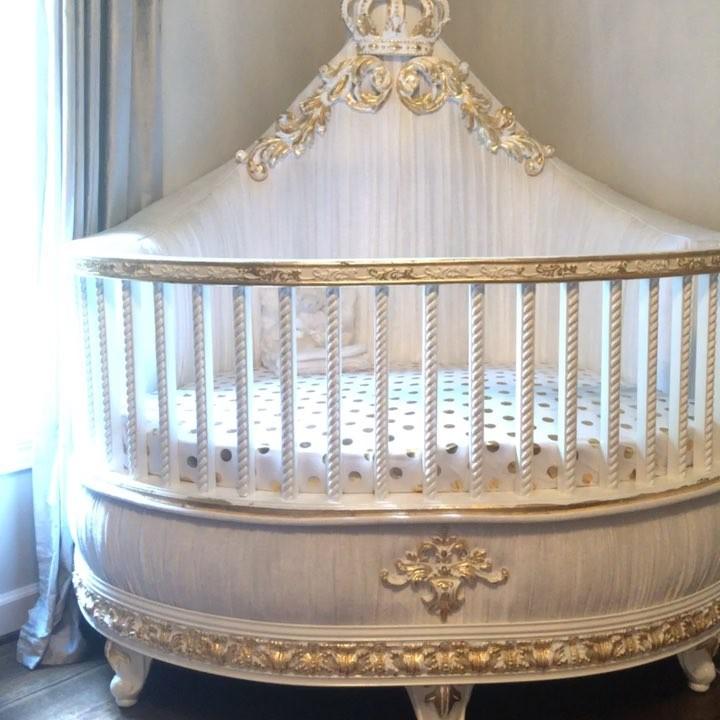 Кроватка за $5000: что дарят своим малышам звездные мамы