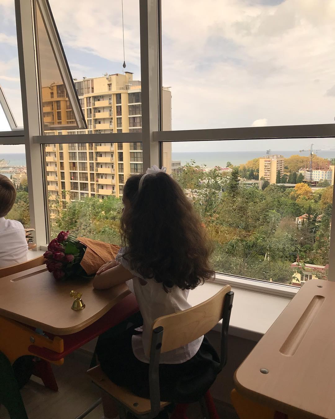 Первый звонок-2018: звездные мамы и их детки пошли в 1-й класс