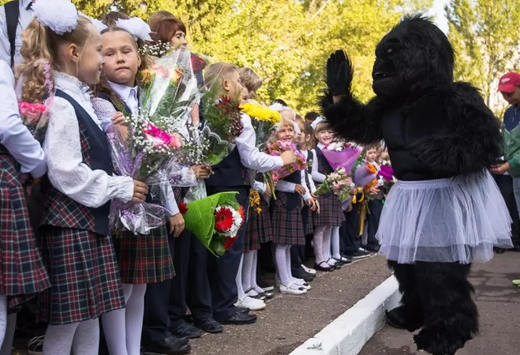 1 сентября — плакать или радоваться: 20 суровых, но смешных фото со школьных линеек
