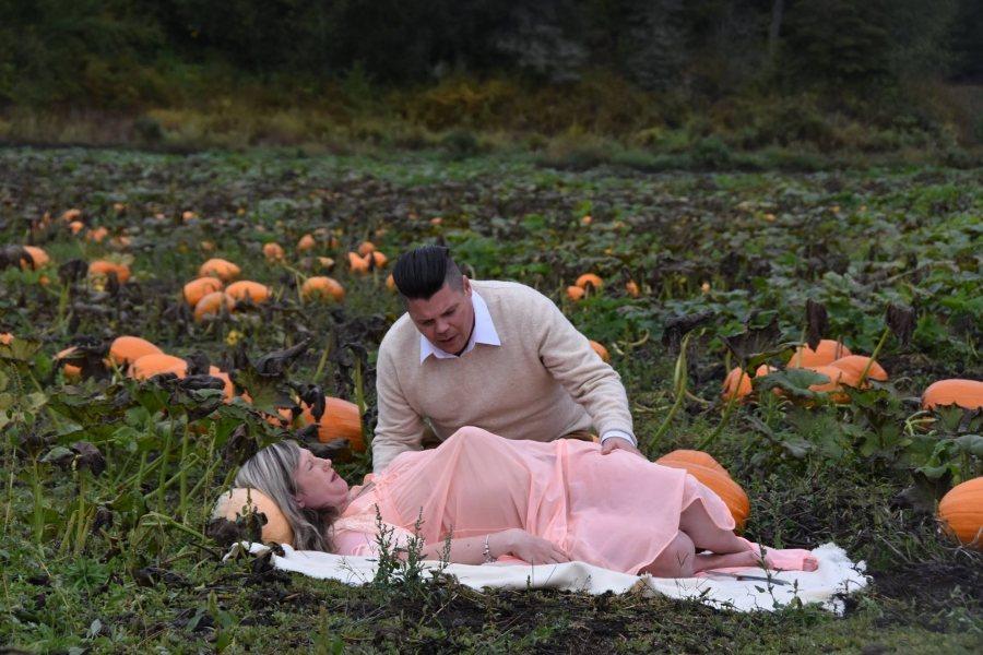 Это самая страшная беременная фотосессия, которую вы только видели