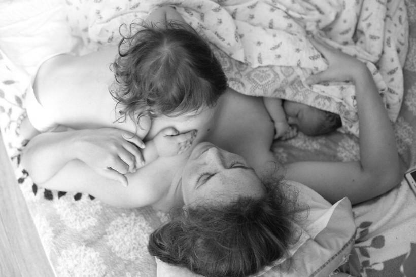Счастливая мама 4-х детей рассказала, каково это — рожать дома