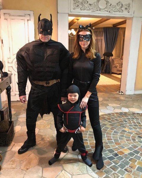 Чей костюм краше: звезды показали, как отметили Хеллоуин-2018 со своими детьми
