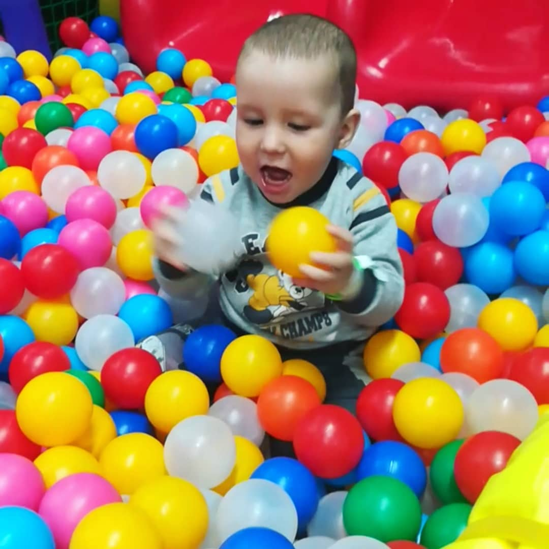 Бассейны с шариками признали рассадниками инфекции для детей